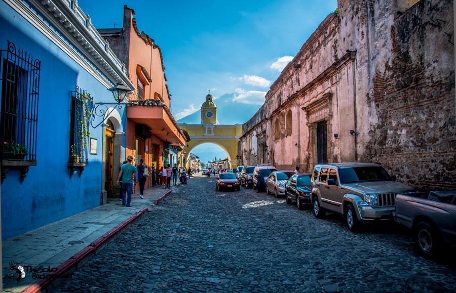 Arco de Santa Catalina in Antigua Guatemala backpacking itinerary